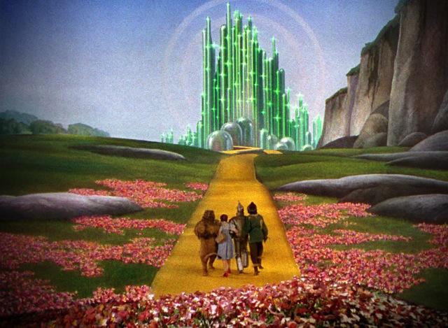 Dorothy, lo Spaventapasseri, il Leone e l'Uomo di Latta sono in dirittura d'arrivo. Laggiù li aspetta il Mago di Oz o qualcosa del genere. Quando ci si affida a una strada di mattoni gialli, bisogna essere pronti a ogni sorpresa.