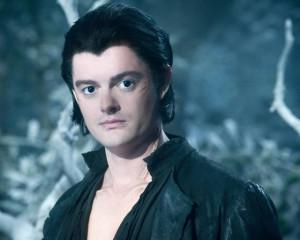 Sam Riley è Diaval (Fosco) il corvo mutante