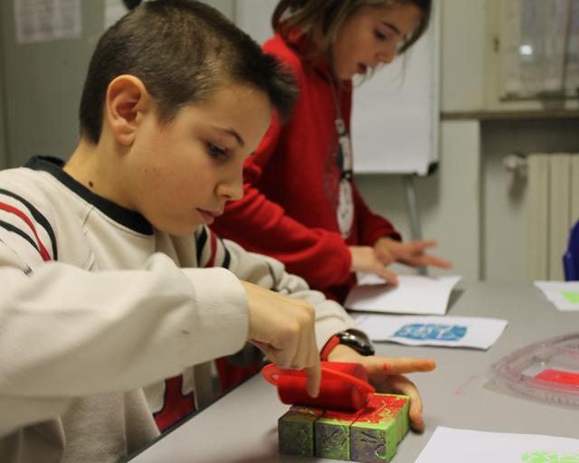 Scoprire la xilografia. Prototipo di Pablo Pi alla prova dei bambini, Centro Zaffiria
